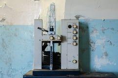 Den gamla apparaturen för konstgjord andning Royaltyfri Fotografi