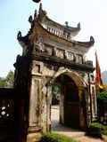 Den gamla arkitekturen av den forntida Hoa Lu citadellen, Vietnam Arkivbild