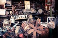 Den gamla bilen shoppar SELIGMAN, ARIZONA/USA Arkivbild