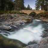 Den gamla bron på Linnen av Dee, Braemar fotografering för bildbyråer