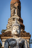 Den gamla buddha statyn i historiska Sukhothai parkerar Arkivfoton