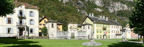 Den gamla byn av Cevio på den Maggia dalen Arkivfoton