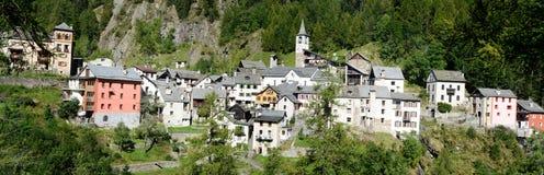 Den gamla byn av Fusio på den Maggia dalen Arkivbild