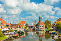 Den gamla byn av Hindeloopen, Nederländerna royaltyfri fotografi