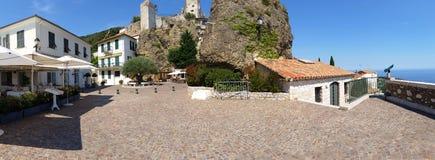Den gamla byn av Roquebrune-Lock-svalan Arkivfoton