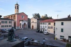 Den gamla centrala fyrkanten av Stabio på Schweiz Arkivfoto