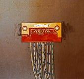 Den gamla chipen på den plast- väggen Royaltyfria Bilder