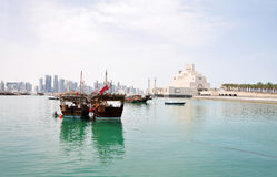 Den gamla Dhowhamnen på Dohaen Corniche, Qatar Royaltyfria Bilder