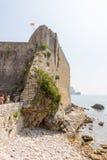 Den gamla fästningväggen av Budva, Montenegro Royaltyfria Bilder