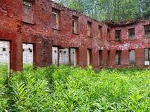 Den gamla förstörda byggnaden Arkivfoto