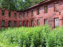Den gamla förstörda byggnaden Arkivbilder