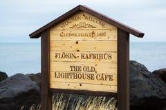 Den gamla fyren i Gardur, Island härliga brobyggnader brukar liggande för den iceland lagarfljotlaken Atlantic Ocean övre sikt fotografering för bildbyråer