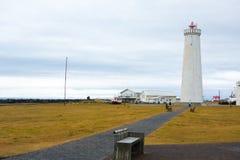 Den gamla fyren i Gardur, Island härliga brobyggnader brukar liggande för den iceland lagarfljotlaken Atlantic Ocean övre sikt arkivbilder