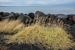 Den gamla fyren i Gardur, Island härliga brobyggnader brukar liggande för den iceland lagarfljotlaken Atlantic Ocean övre sikt royaltyfria bilder