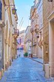 Den gamla gatan i Mdina, Malta royaltyfria bilder