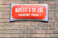 Den gamla gatan undertecknar in Prague Arkivfoto
