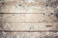 Den gamla grungy träväggen med målarfärg plaskar, bakgrund Royaltyfri Fotografi