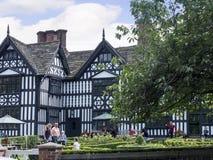 Den gamla Hallen i den pittoreska staden av Sandbach i södra Cheshire England Arkivbild