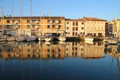 Den gamla hamnen av Grado, Italien Arkivfoton