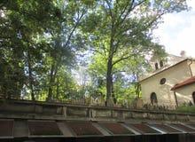 Den gamla judiska kyrkogården i Prague Royaltyfria Bilder