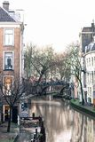 Den gamla kanalen i Utrecht, Holland royaltyfri bild