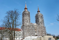 Den gamla katolska kloster St Mary (Maria Radna) under rekonstruktion royaltyfri fotografi