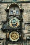 Den gamla klockan, gamla Prague, Tjeckien Arkivbild