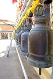 Den gamla klockan i thai tempel Royaltyfri Foto