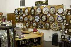 Den gamla klockan shoppar Fotografering för Bildbyråer