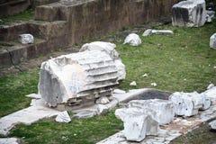 Den gamla kolonnen fördärvar i Rome fotografering för bildbyråer