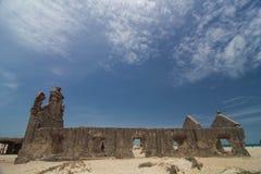 Den gamla kyrkan återstår efter cyklon Royaltyfri Bild