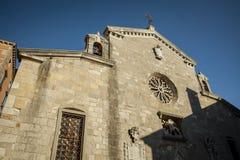 Den gamla kyrkan av den forntida staden av Labin, Kroatien arkivbilder
