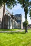 Den gamla kyrkan i staden i Nederländerna arkivfoto