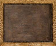 Den gamla läderramen spikar Arkivbild