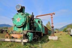 Den gamla lokomotivet av tiderna av USSR i evig parkering Fotografering för Bildbyråer