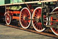 Den gamla lokomotivet rullar in det järnväg museet Brest Vitryssland Arkivbilder
