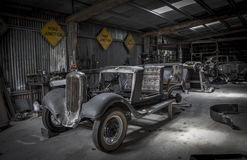Den gamla minetownbilen shoppar Arkivfoton