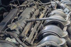 Den gamla motorbilen Arkivfoto