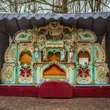 Den gamla musikaliska apparaten parkerar in Keukenhof är världens den största blommaträdgården royaltyfria foton