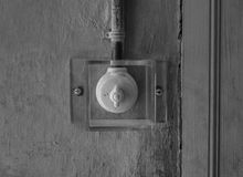 Den gamla och forntida strömbrytaren under exponeringsglas Arkivfoton