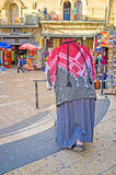 Den gamla palestiniern med en fotgängare Fotografering för Bildbyråer