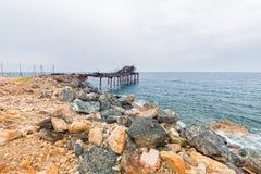 Den gamla pir av ön Arkivbilder