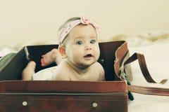 Den gamla roliga 6 månaden behandla som ett barn Fotografering för Bildbyråer