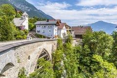 Den gamla roman bron grinar in, Tyrol arkivfoton