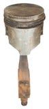 Den gamla rostiga pistongen med en stång som isoleras på en vit bakgrund Royaltyfri Bild