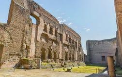 Den gamla simbassängen (eller Natatio) i fördärvar av forntida Roman Baths av Caracalla (Thermae Antoninianae) Royaltyfri Fotografi