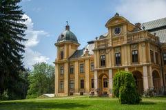 Den gamla slotten av räkningen Pejacevic från 1811 i Nasice Arkivfoton
