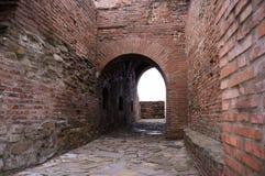 Den gamla slotten fördärvar med bågar Arkivbilder