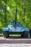 Den gamla sovjetiska behållaren T-62 Royaltyfri Bild