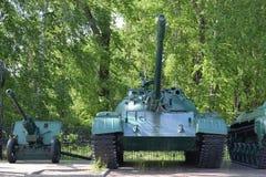 Den gamla sovjetiska behållaren T-62 av modellen 1962 Arkivfoton